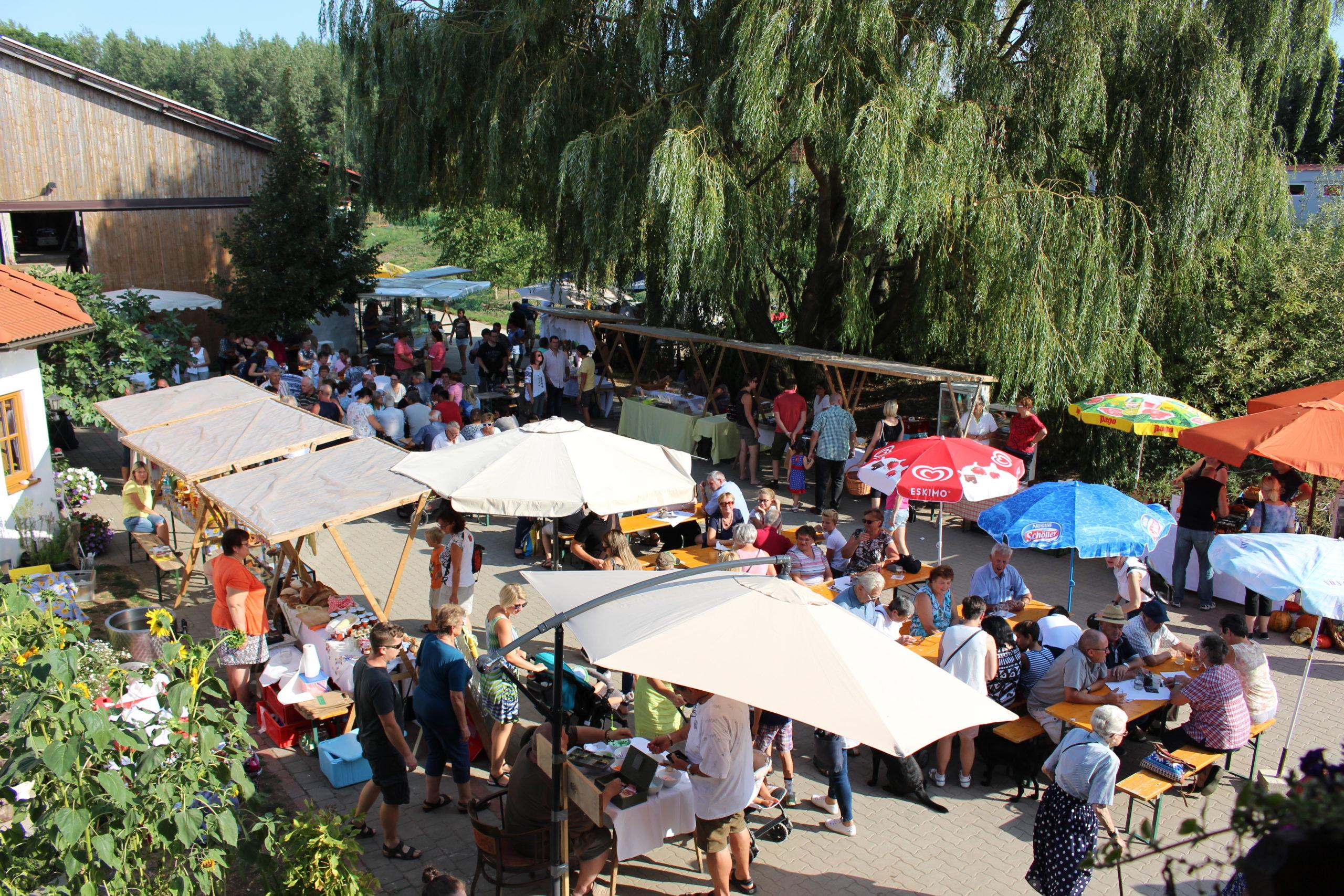 Hofmarkt beim Bauernhof Raser